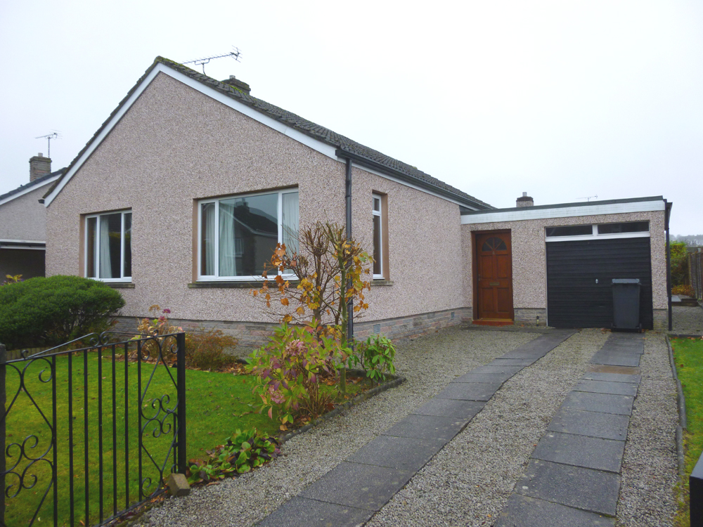 4 Hillview Avenue, Dumfries, DG1 4DY - Pollock and McLean